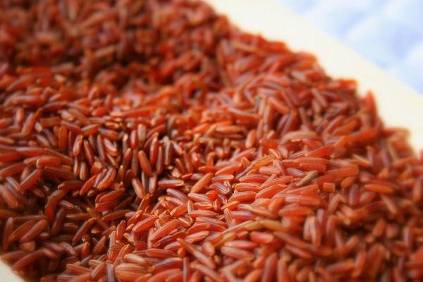 Colesterolo, come abbassarlo? Riso rosso e nero, ottimi alleati
