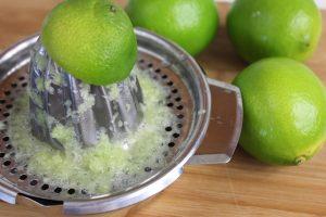 Lime, non solo per i cocktail. Tra gli agrumi è quello più utile per ritardare l'invecchiamento della pelle