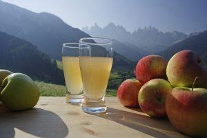 Proprietà e benefici del succo di mela. Come prepararlo a casa?