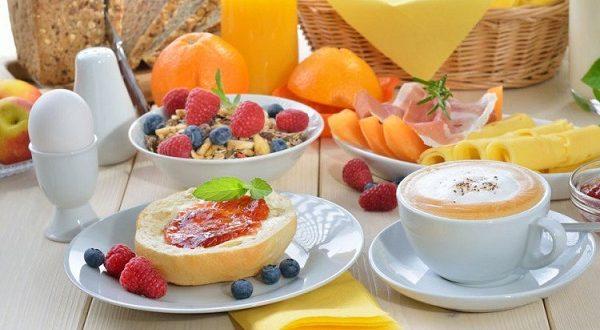 La colazione abbondante fa dimagrire: cosa mangiare?