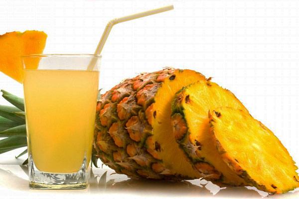 Succo d'ananas per affrontare il caldo e dimagrire