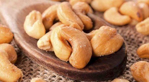 anacardi frutta secca benefici proprietà