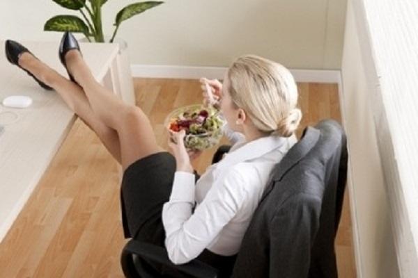 Pranzo a casa o sul posto di lavoro? Attenzione agli errori frequenti
