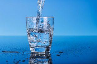 Quale acqua bere per depurarsi? Le differenze tra i vari tipi
