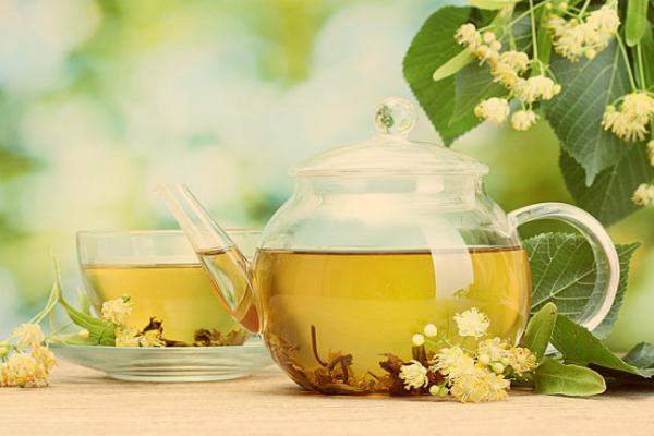 Tisane rilassanti contro lo stress: rimedi naturali efficaci