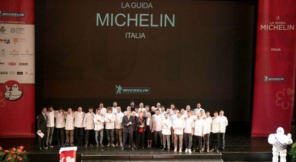 Guida Michelin 2018, lo chef Carlo Cracco perde la seconda stella